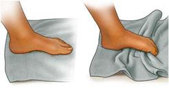 Exercício com uma toalha.