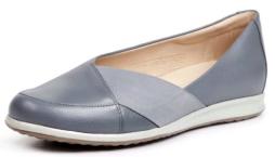 Imagem de uma sapatilha feminina azul